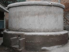 Δεξαμενή νερού φτιαγμένη από πλαστικά μπουκάλια