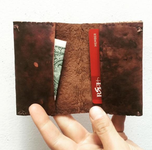 Πορτοφόλι από δέρμα φτιαγμένο από καλλιέργεια μανιταριών